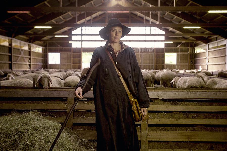 Johanna von Mackensen und ihre Schafe auf der Alb